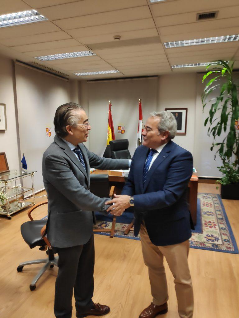 Reunión Del Coaatbu Con El Delegado De La Junta De Castilla